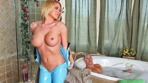Классная Блондинка С Большой Грудью